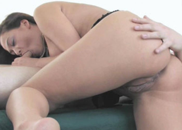 Sexy masseuse Malezia screws her client