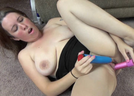 Morgan makes herself cum with two toys
